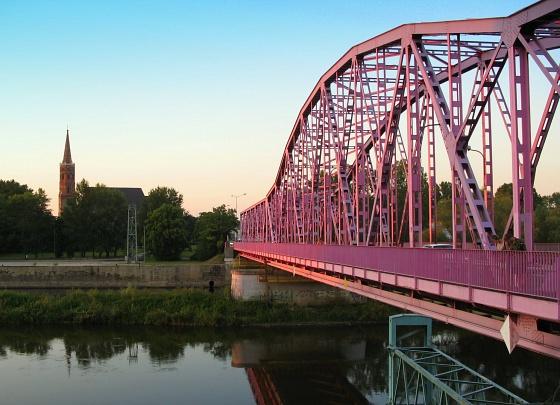 glogow-rozowy-most-jedyny-taki-w-polsce-d.jpg
